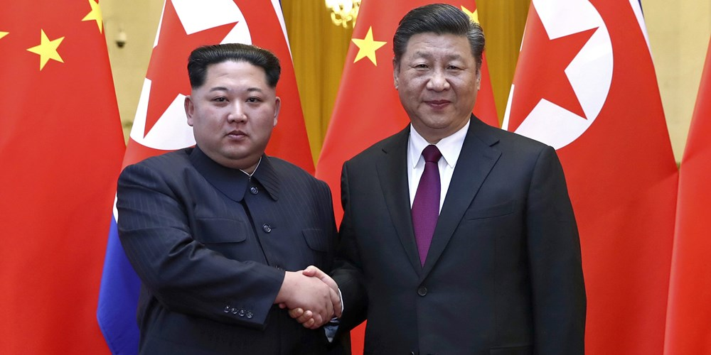 North Korean leader Kim Jong Un, left, and Chinese President Xi Jinping shake hands in Beijing. March28, 2018. (AFP)